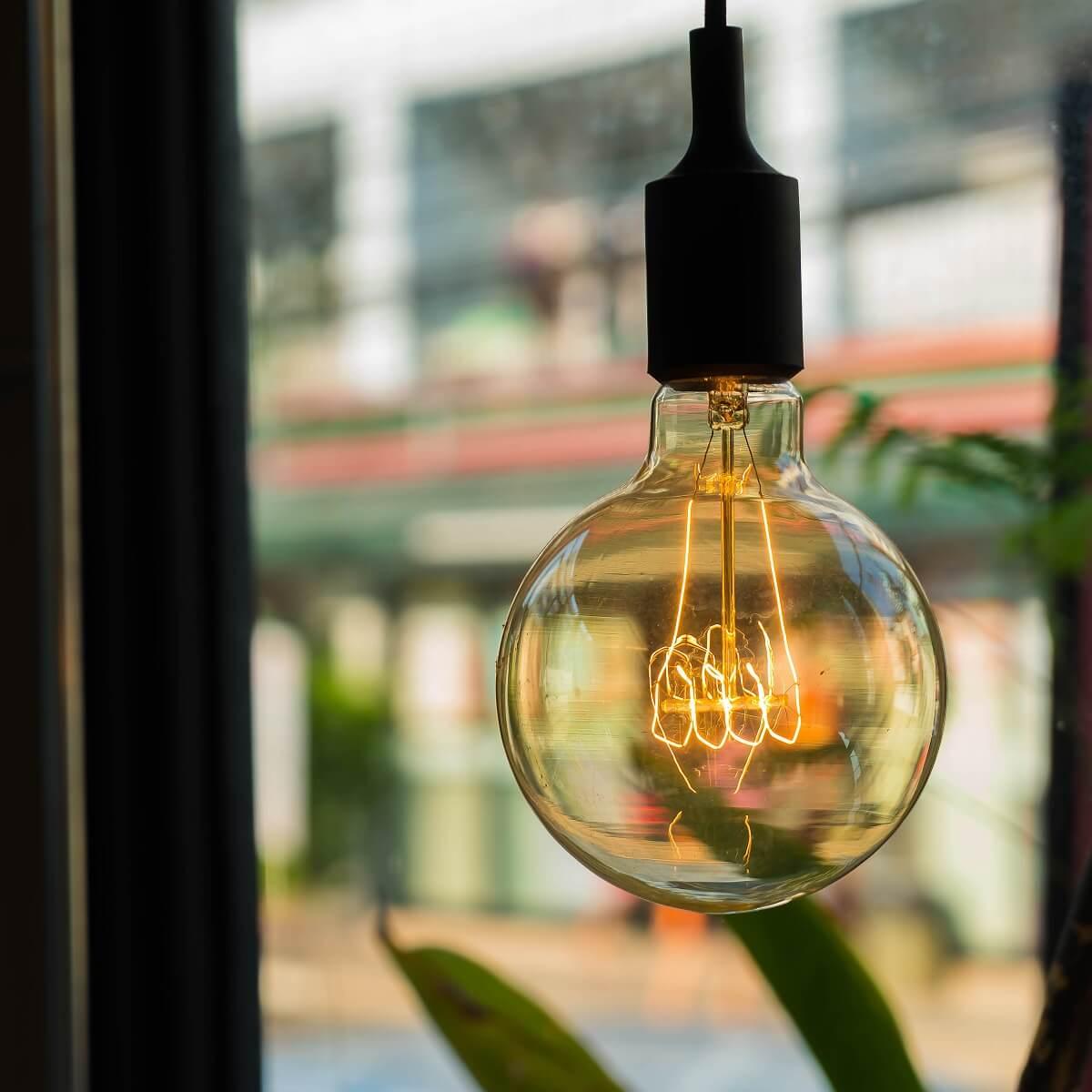 レトロなランプの写真。