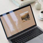 ブログを開いているノートパソコン。