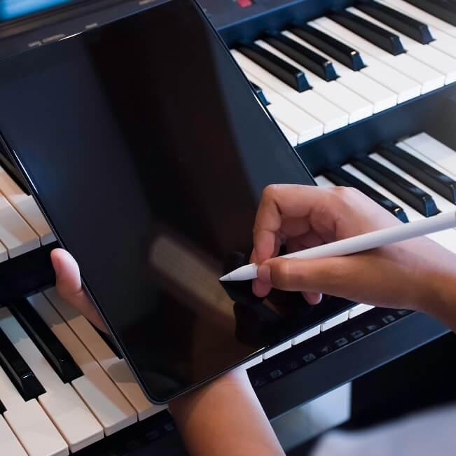 作曲アプリのおすすめ8選【無料あり】!スマホで手軽に作曲できる