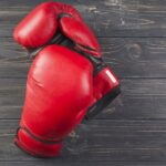 ボクシンググローブの写真で、チャレンジ精神を表現している