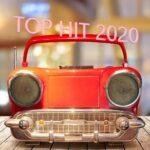 「TOP HIT 2020」車のようなデザインのラジカセ。