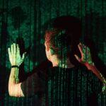 コードが映画のマトリクスのように流れるサーバーネットワークのイメージ。