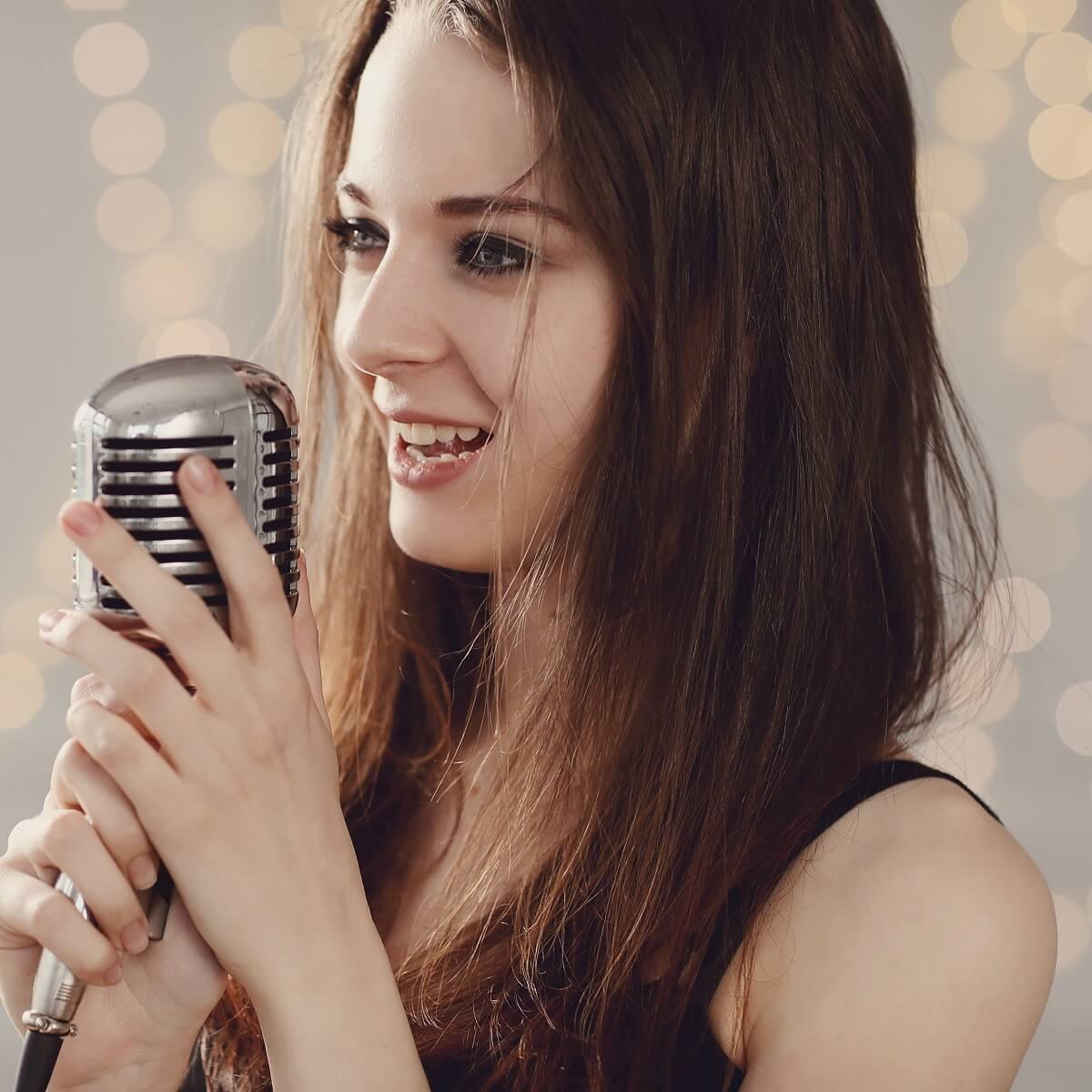 美しい女性のボーカル。