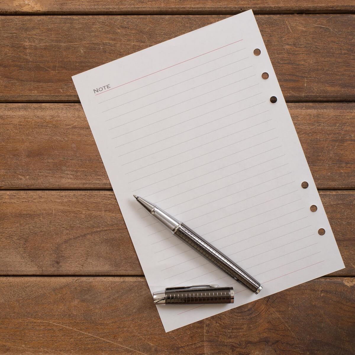 1枚の紙とペン。