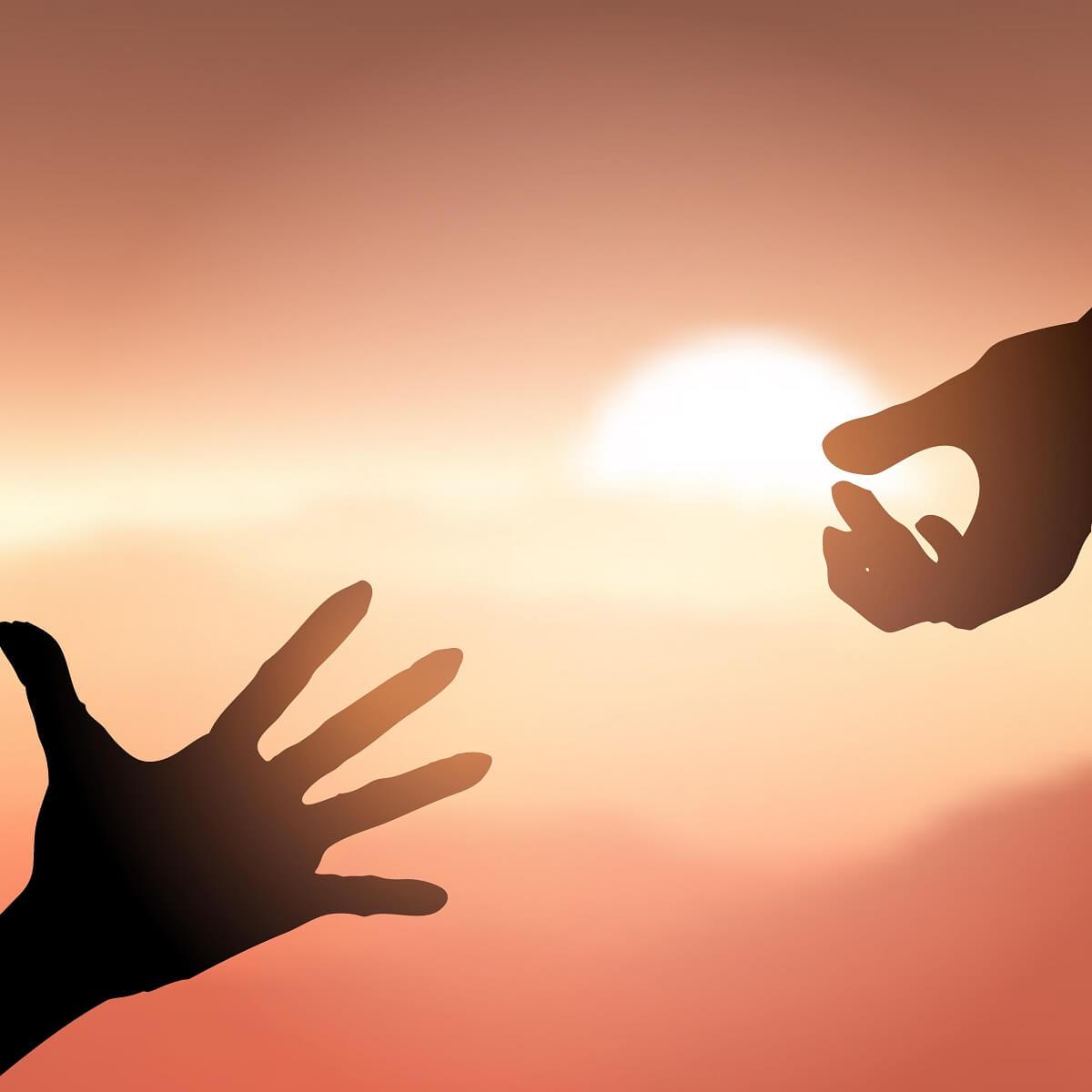 手を差し伸べている様子。